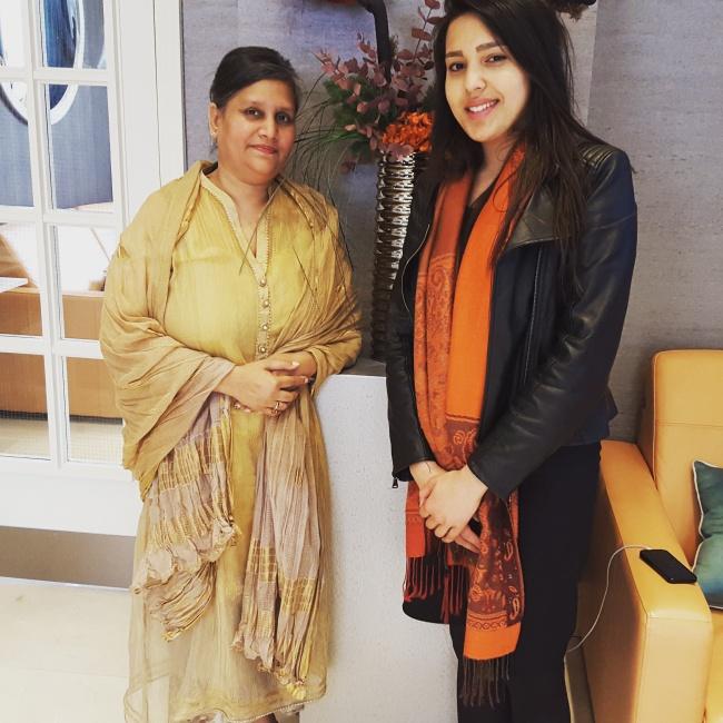 London Ki Ladki with Sulakshana