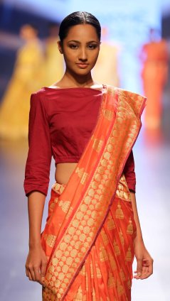 Swati & Sunaina at LFW SR 2016 (4)