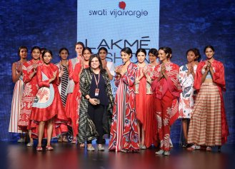 Swati Vijaivargie with models at LFW SR 2016